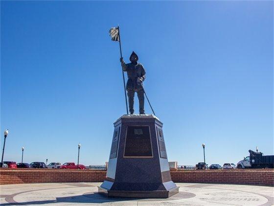 Plaza de Luna Memorial Monument
