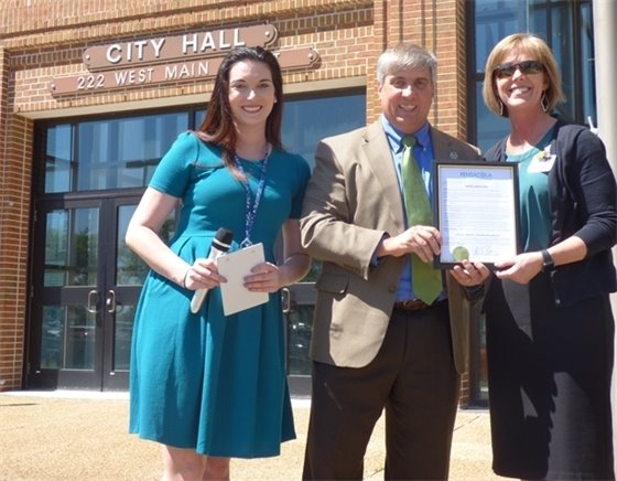 Photo of Shelby Amaral, Mayor Robinson, Allison Hill posing for picture