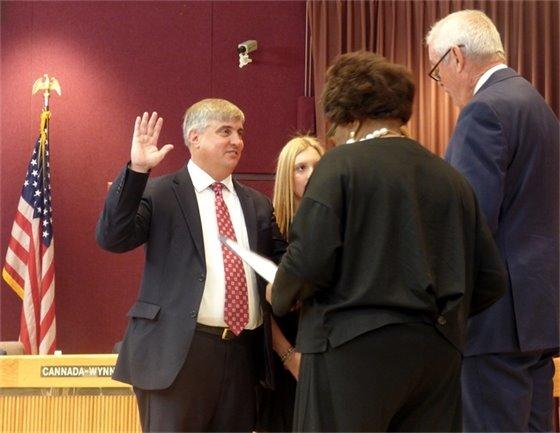 Mayor Grover C. Robinson, IV raising his right hand