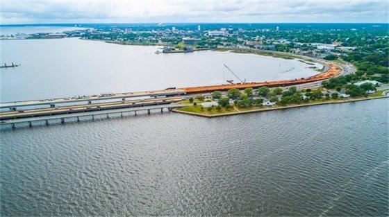 Aerial photo of Pensacola Bay Bridge construction