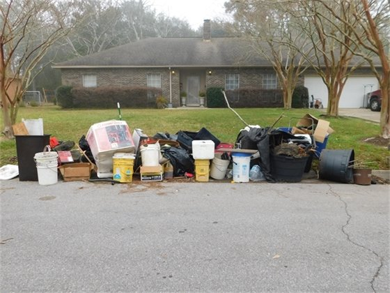 Image of the Mayor's Neighborhood Cleanup.