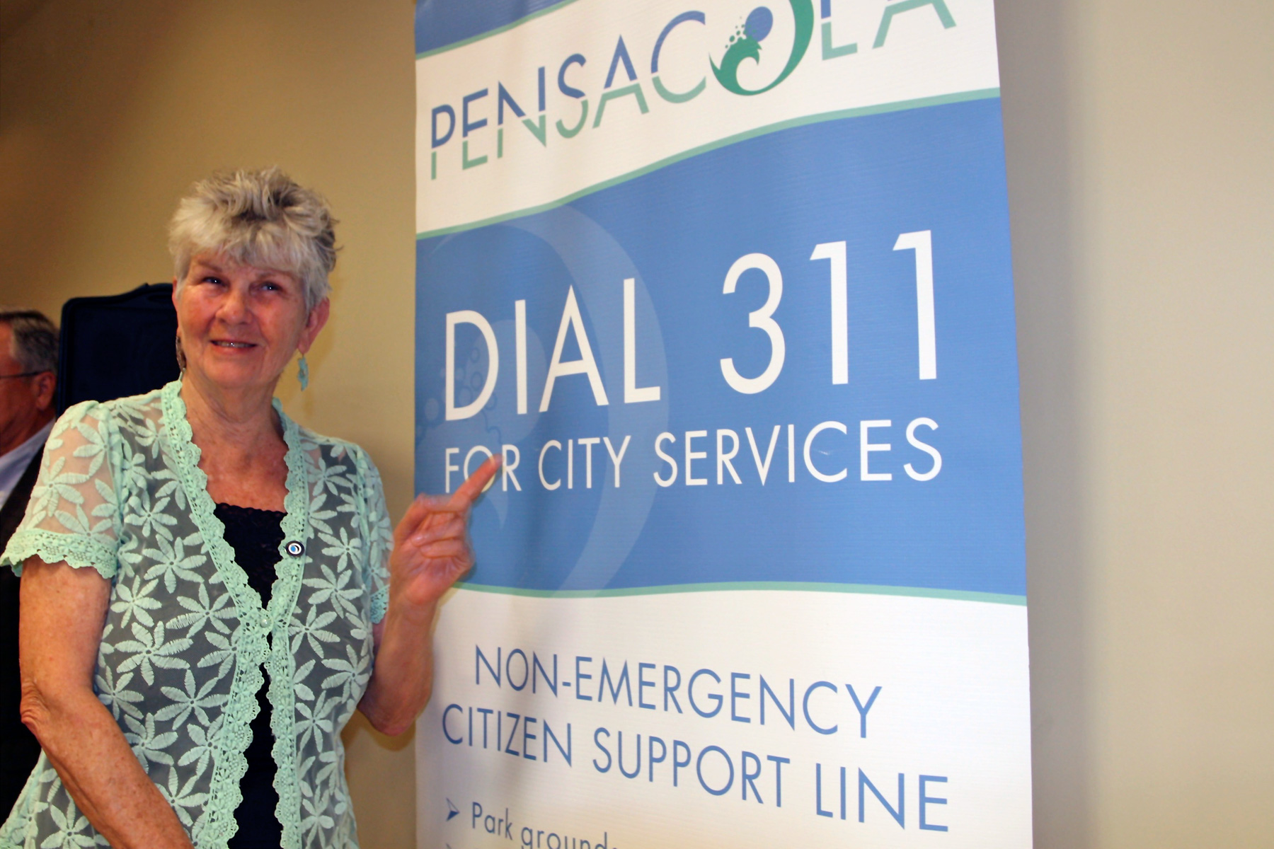 Councilwoman Myers promoting the Pensacola 311 service